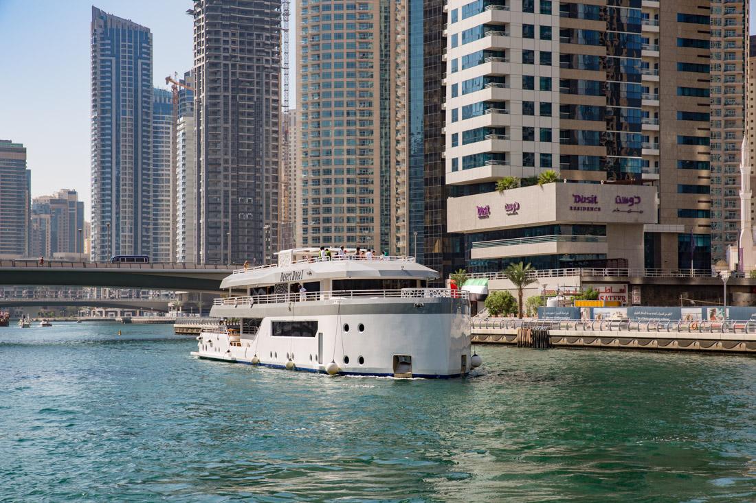 jacht in Dubai Marina